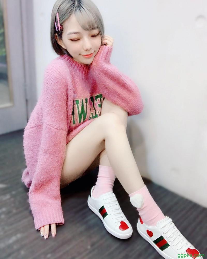 【GG扑克】骨感美女啾啾 撩衣秀八字奶激起情欲