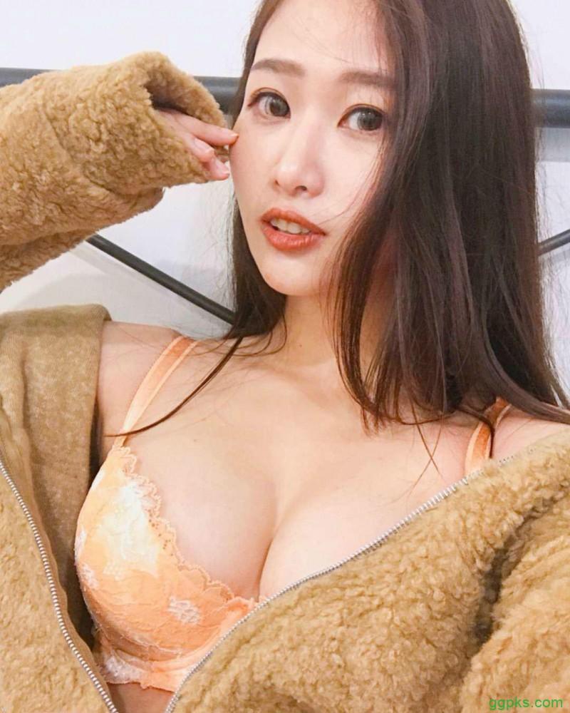 【GG扑克】长发气质美女sunuan hsiu 魔鬼身材迷倒网友