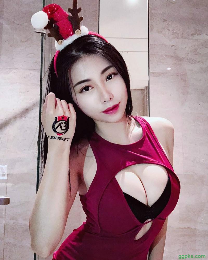 【GG扑克】爆乳美女Wenxian 三点式比基尼秀凹凸有致火辣身材