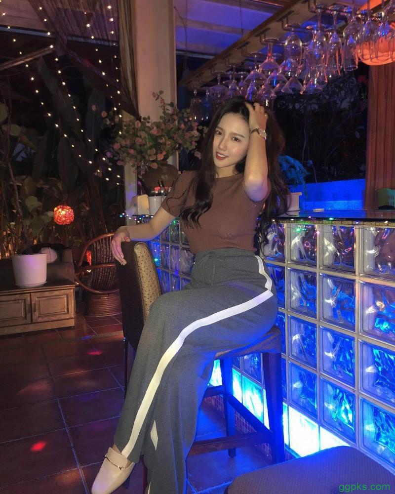 【GG扑克】台湾巨乳内衣美女心缘结衣 蕾丝内衣秀性感身材辣翻网友