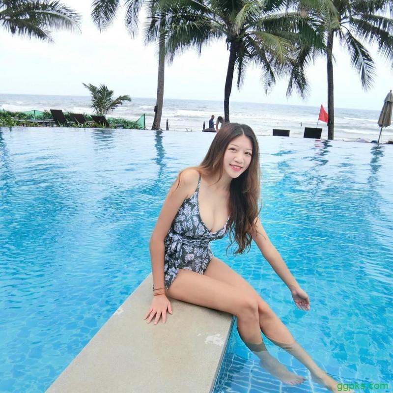 【GG扑克】大长腿美女安婷 全裸泡浴性感美背让人想犯规