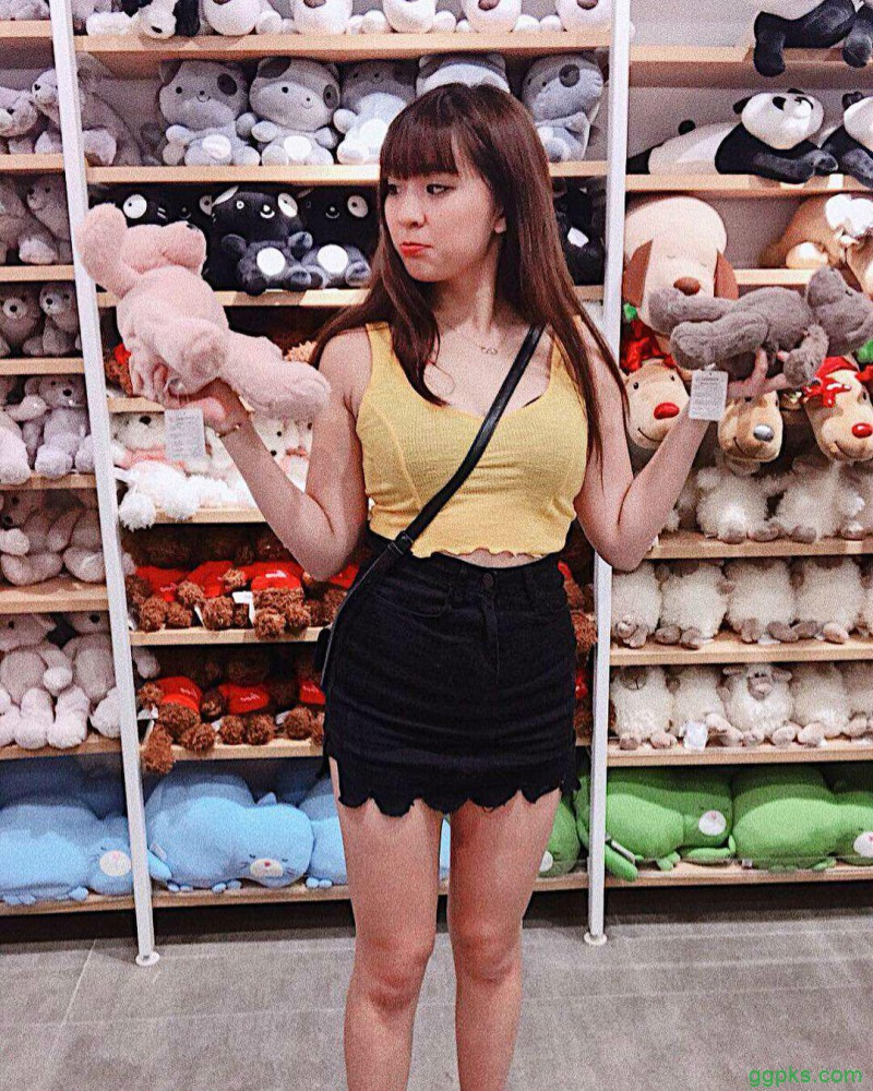 【GG扑克】美国留学美女Zoey若颖 露肩装酥胸半露征服巨乳控