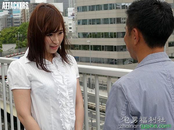 【GG扑克】ADN-194:工作太忙迷失自我,G奶人妻松永さな与同事上演办公室不伦!