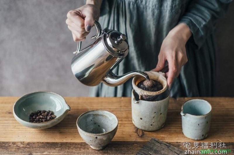 【GG扑克】60岁「金手指」加藤鹰保养靠咖啡,自曝养生之道是「每天喝20杯咖啡」