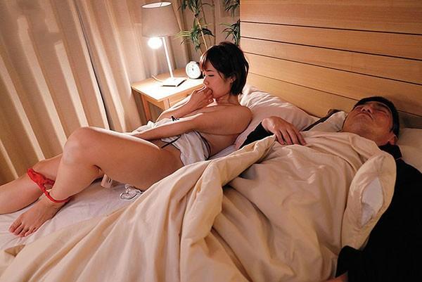 【GG扑克】DASD-575: 爆乳熟女赤濑尚子吃嫩草,连女儿的男友都不放过,