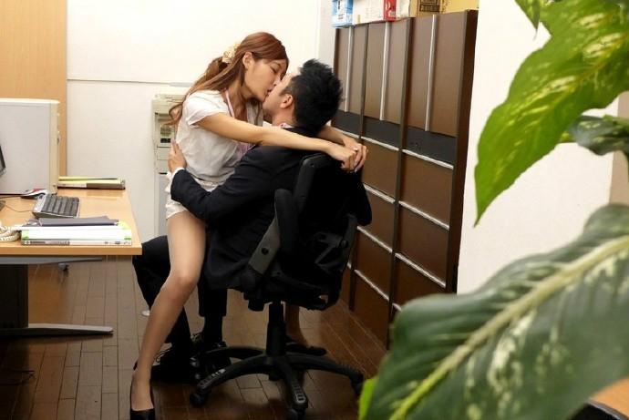 【GG扑克】SNIS-360: 酥胸巨乳,为求生存参与枕营业的美女保险员明日花绮罗!