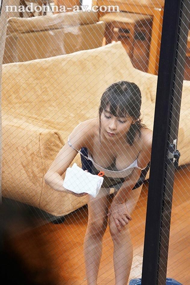 【GG扑克】JUL-089:隔壁太太 逢见リカ 总是故意在窗前搔首弄姿勾引!