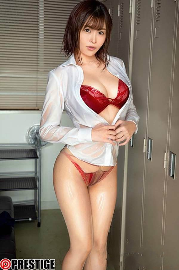 【GG扑克】ABP-952:穿着居家宽松的巨乳正妹河合あすな,不小心整个奶都露了出来!