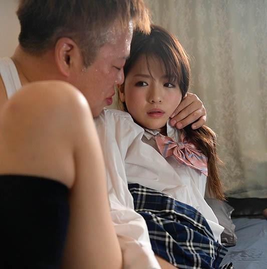 【GG扑克】HND-829:高中美少女「永瀬ゆい」迫接受大叔的占有抽插!