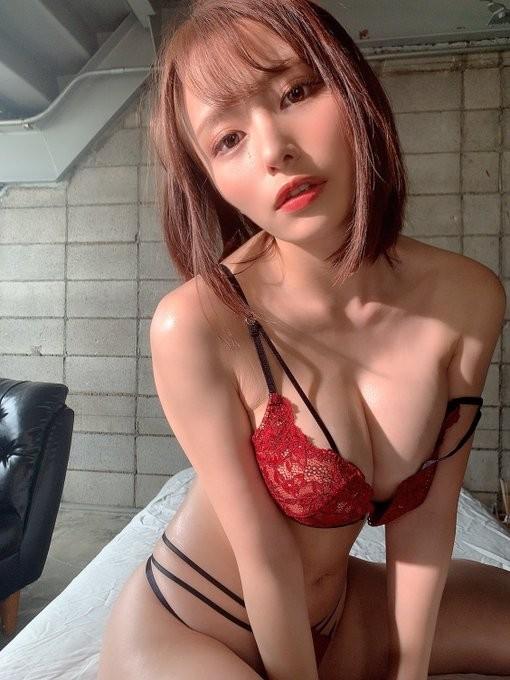 【GG扑克】雪乳级AV女优伊藤舞雪新鲜鲍鱼照!
