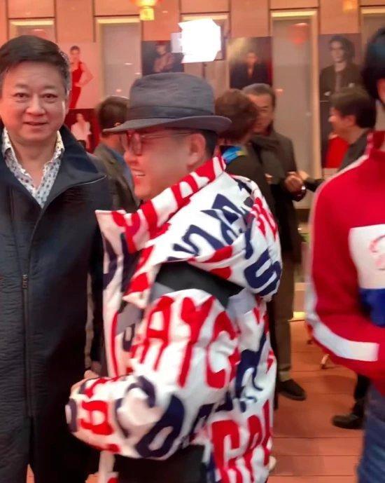 【GG扑克】朱军出席年会神采不及当年,发福皱纹白发尽显,比59岁黄宏还显老
