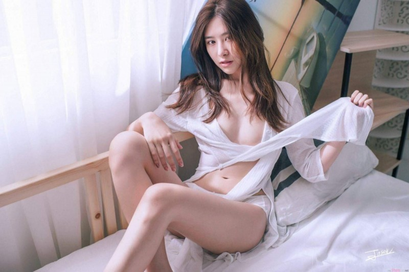 【GG扑克】女神级正妹蔡安琪 Angel 性感写真中空上阵令宅男流鼻血