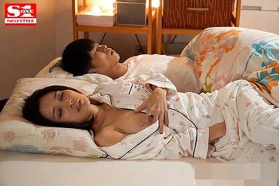 【GG扑克】小岛南(小島みなみ)SSNI-661:努力工作的未婚妻被胖子霸占