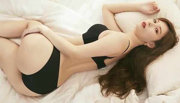 【GG扑克】清新小宅女「明里紬」JKF杂志专访表示曾连续整个星期都在…