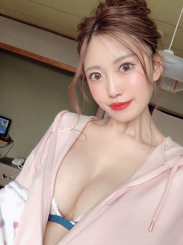 "【GG扑克】美乳正妹""花宫あむ""火辣放送G奶,大胆裸身好有诚意!"