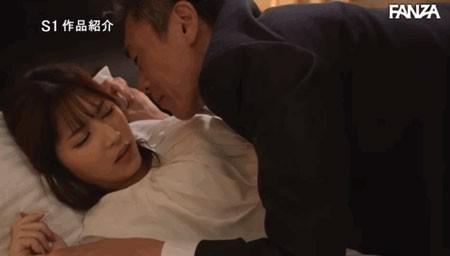 """【GG扑克】即将结婚OL""""七ツ森りり""""与讨厌上司过夜出差 淫威下止不住高潮连连"""