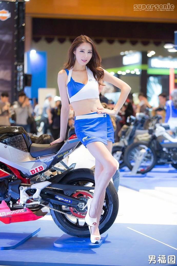 【GG扑克】靓丽车模上演制服的诱惑写真