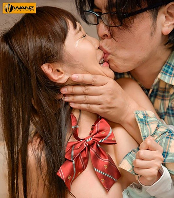 "【GG扑克】waaa-041:H杯巨乳女高中生""逢见リカ""惨遭肥宅泰山压顶巨屌抽插。"