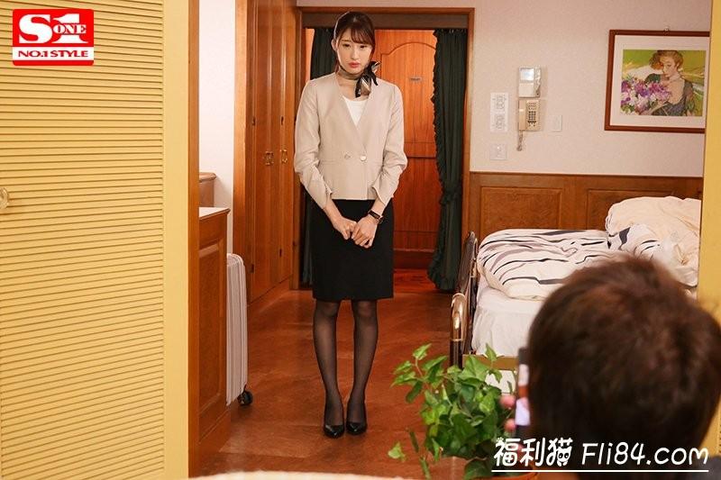 【GG扑克】SSNI-708:套装黑丝袜!星宫一花大秀美腿!