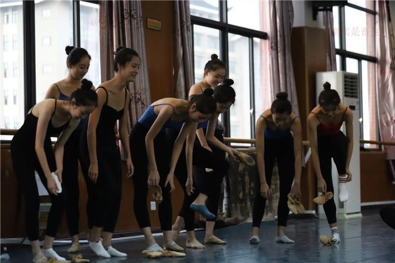 【GG扑克】大西瓜美女图片 W003 舞蹈芭裤630p5