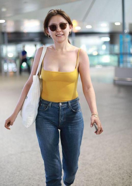 【GG扑克】TVB小花晒性感照被批穿着暴露,因为性感被吐槽的女星还有谁?