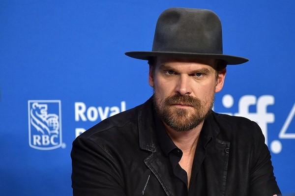 【GG扑克】《黑寡妇》主演大卫-哈伯透露他曾沉迷在扑克游戏中