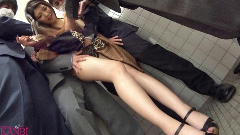 【GG扑克】秋田美人!想被痴汉的变态女!宫野茜去公厕开干!