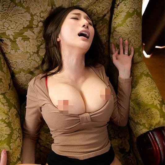 "【GG扑克】""Julia""作品hmn-033:欲求不满丰满人妻想要菁英的精液。"