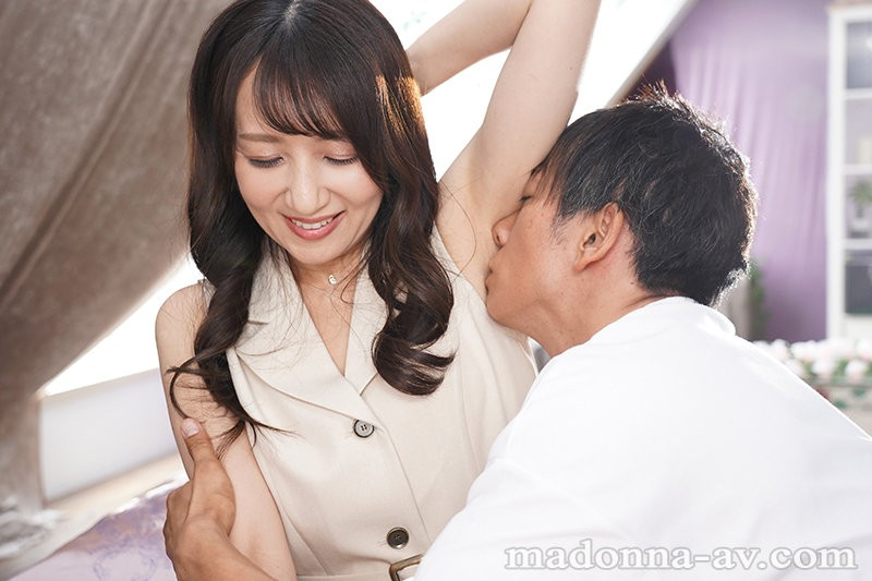 """【GG扑克】""""坂井希""""作品ROE-002 :空姐人妻美貌和色气都是头等舱等级!"""