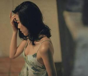 【GG扑克】总裁压在洗手台看着镜子干 我偷偷给她下药