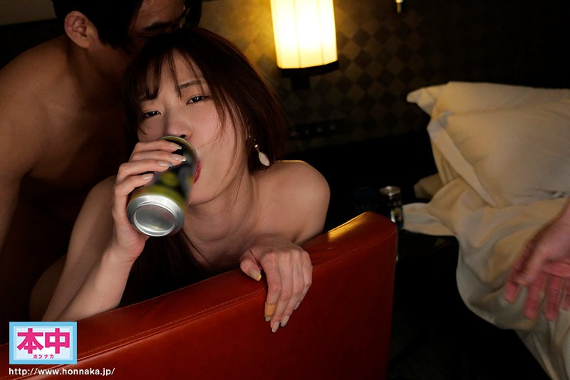 "【GG扑克】HMN-031:把醉得一蹋糊涂的""美谷朱里""往死里插。"
