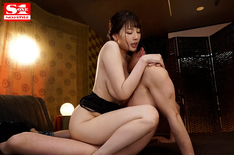"【GG扑克】SSIS-172:J罩杯姐姐""安斋らら(安斋拉拉)""大胸磨蹭糜语挑逗。"