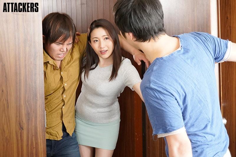 "【GG扑克】""妃ひかり""和儿子的同学做爱了 年轻肉体才能满足单亲妈妈"