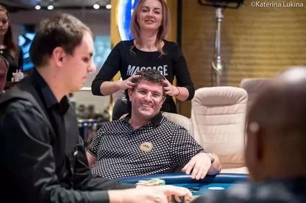 【GG扑克】国王扑克室老板在自家打超浪PLO拿下超大底池