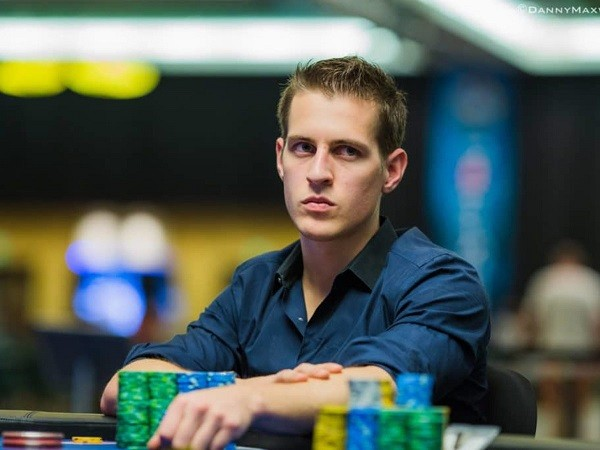 【GG扑克】Mike McDonald用40W美元买了一张石头图片