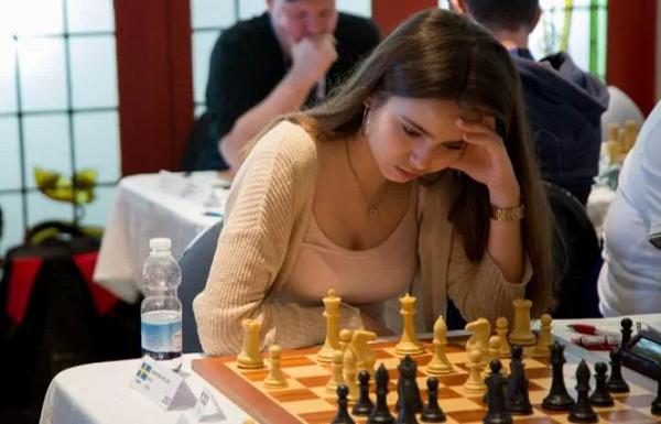 【GG扑克】美女棋手跨界扑克赛,表现令人惊艳!