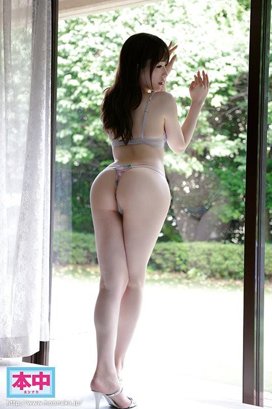 【GG扑克】性趣与工作结合!卖内衣的美艳大姐姐被男优喂到饱!